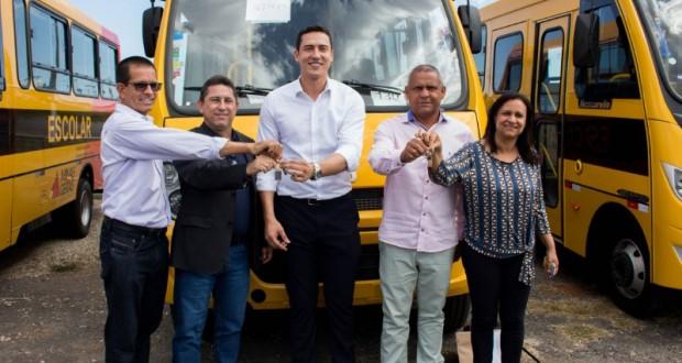 Jequitibá recebe dois ônibus escolares do Governo de Minas