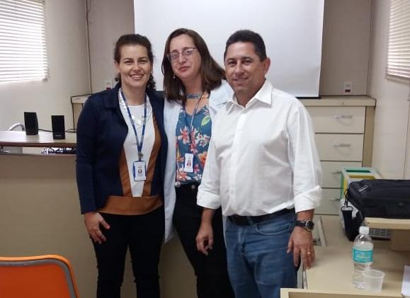 Prefeito Humberto Reis visitou a carreta nesta segunda-feira