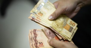 Prefeitura quita salários de 13º de todos os servidores do município